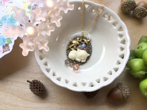 Zoe's forest Pashui cat garden necklace