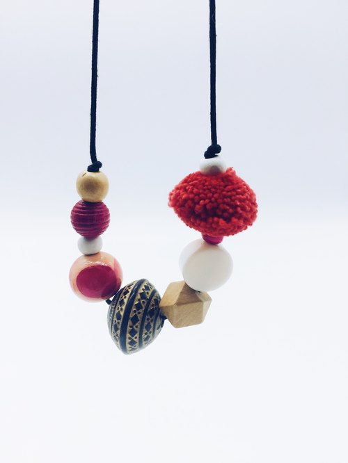 90 DEGREES SERIES - Wooden Beads Handle Ceramic Necklace (Red)