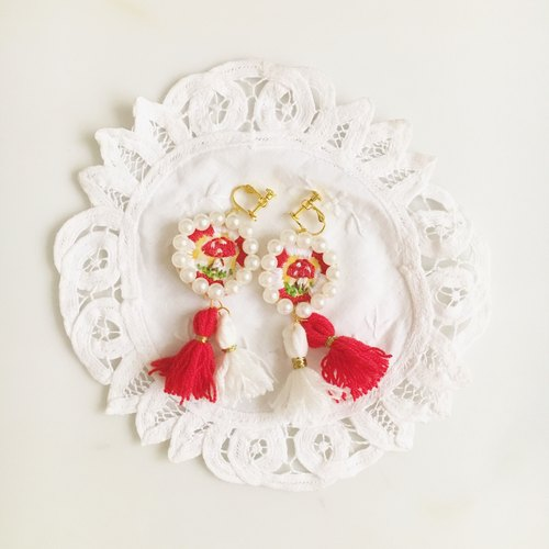 (Christmas gift exchange) independent of the original series of red and white embroidery mushrooms · Mushroom Earrings