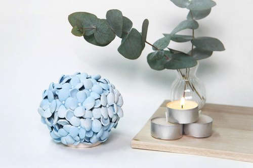 · Shown signs of hydrangea scented candles seat