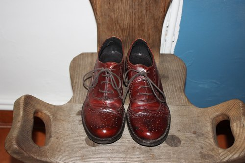S102 (Vintage) Italian made red brown carved low-heeled shoes (23.5cm) Size: 37