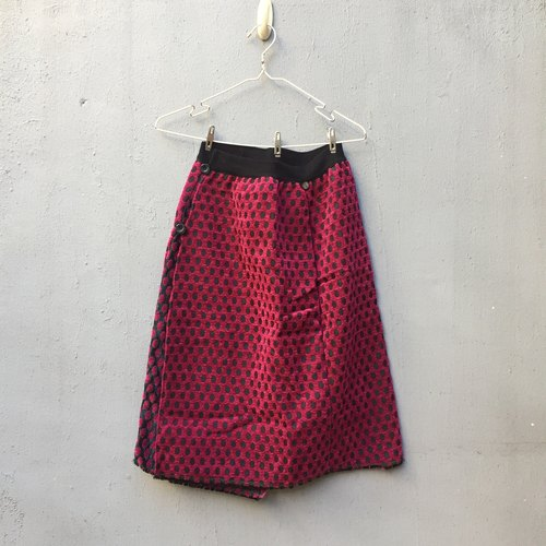 Winter Strawberry a skirt