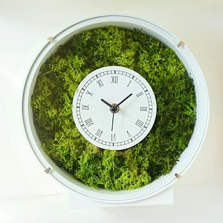 Flower Clock Round (White) Moss version.