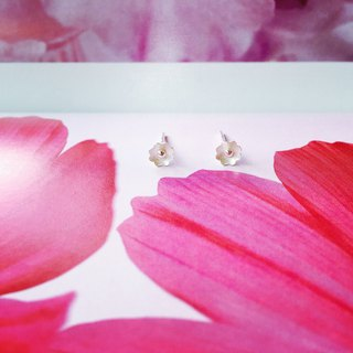 925 sterling silver [flower series small wild flower ear needle]