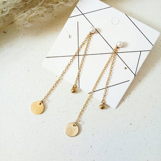 <Natural White Pearl> Brass Dangling Earrings