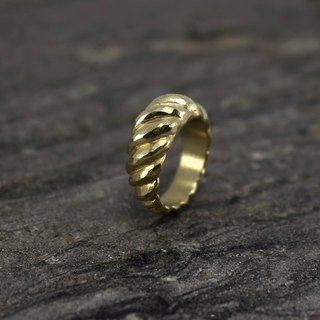 No.022 ANTELOPE HORNS RING Lake gazelle corner ring - brass