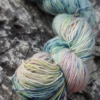 Hand-dyed lines. Dancing Blues (BFL).