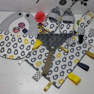 Little penguins lined up for a whole month ritual to appease towel Baby Shoes + + + bibs talismans pocket clip + pacifier clip chain