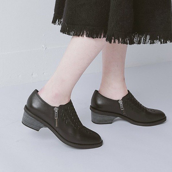 Woven three-dimensional striae retro leather thick heel shoes black