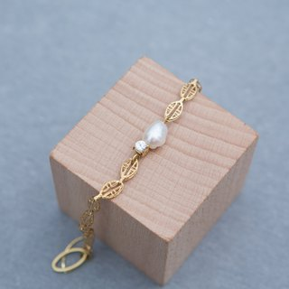 Natural baroque pearl bracelet Seiko basket empty brass leaves