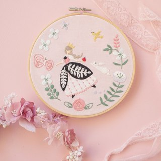 Snow White - Embroidery Hoop Kit