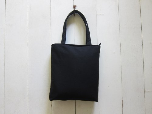 A4 Tote bag (center) - denim denim + zipper opening (black + white)