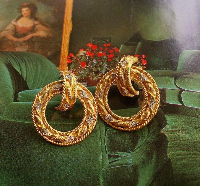 西洋古董飾品。啞光 門環式 經典 針式耳環