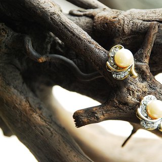 {::: Giraffe giraffe people :::} _ low-key gorgeous antique pearl earrings