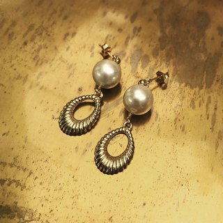 Antique atmosphere pearl earrings / LeafPr 01