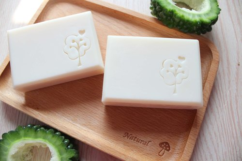 Bitter gourd tea tree net pox soap. Refreshing skin series. Planting Square, natural flowers and handmade soap