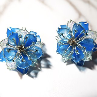 Miss Paranoid Paranoia Snow Sakura Series Eight Sakura Ice Blue Resin Earrings