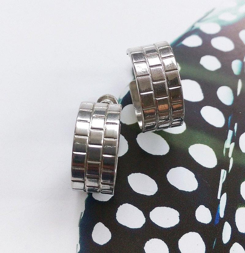 C圈 普普 栓式耳環。西洋古董飾品