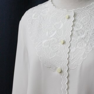 [RE0215T1761] forest department retro round neck embroidered roses white vintage blouse