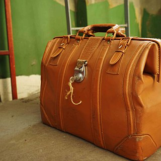 European Treasure Hunting Antique Bag - 60S Leather Doctor Bag Suitcase