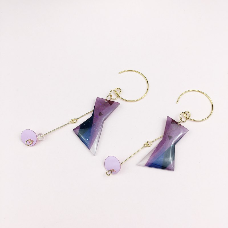 A pair of color block recombination series Morandi earrings on the drawing board