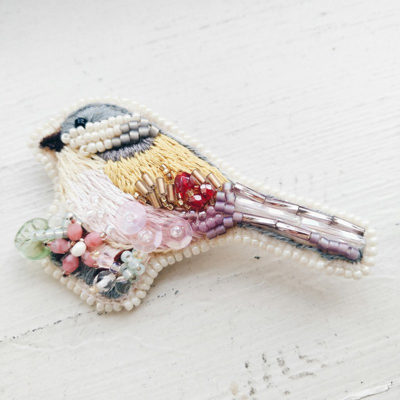 Momolico hand-embroidered brooch bird (yellow feather)
