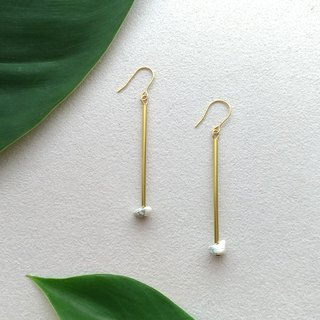 E053-Walk-Brass White Turquoise Pin Clamp Earrings