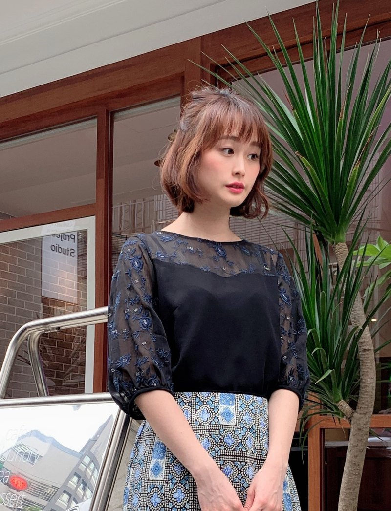 MIT Embroidered Cutout Top (R7020A)