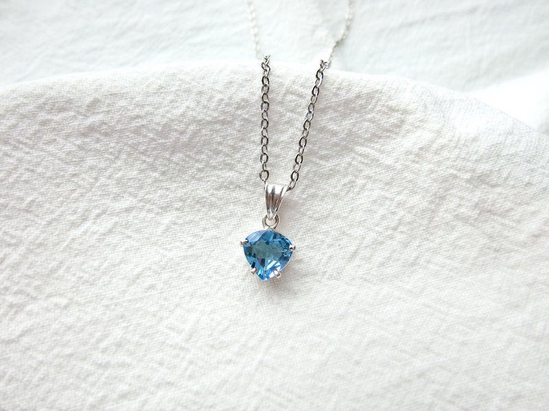 Blue Topaz 925 sterling silver inverted drop claws necklace Nepalese handmade silverware