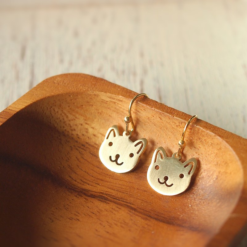 Adorable cat brass earrings (Handmade)