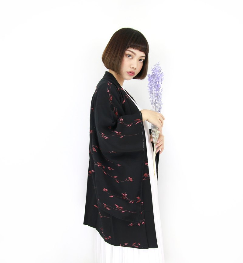 Back to Green :: Japan back to kimono feathers psychedelic purple dried flowers / both men and women can wear // vintage kimono (KI-131)