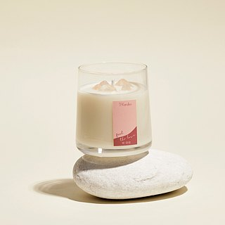 """Rosy Dreams"" naturally scented candle (M)"