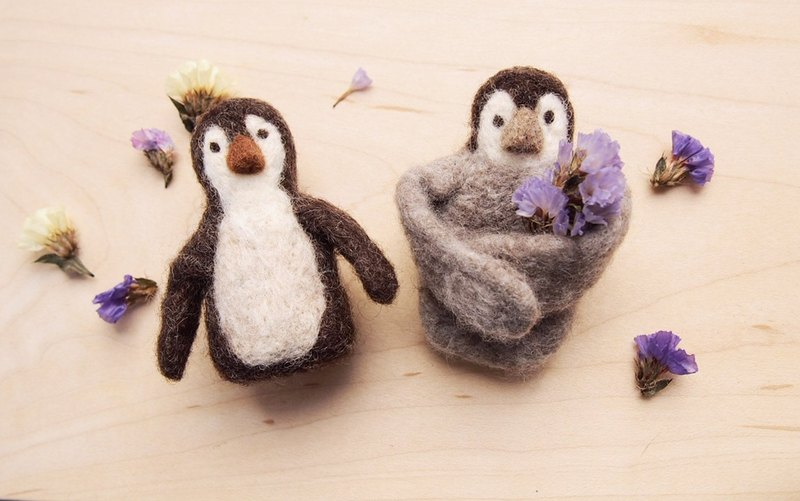 Love Earth Series - Penguin Wool Magnet Pin (Right)