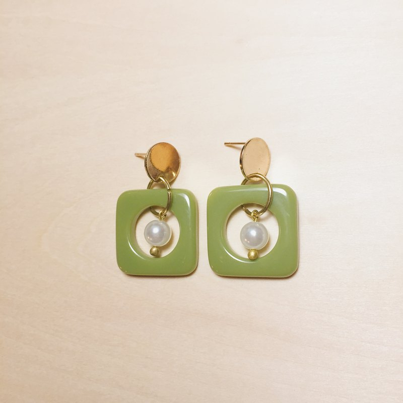 Vintage Grass Green Small Pearl Square Earrings