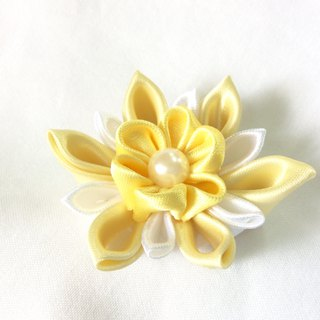 yellow and white Flower clip. Kanzashi Ribbon flower hair clip.