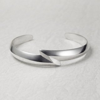 Navajo Sandcast style 925 silver Thunder Bangle