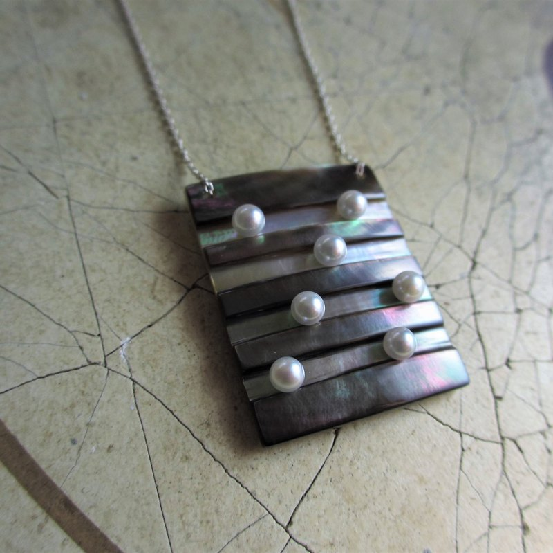 Ladder shell / pearl necklace square