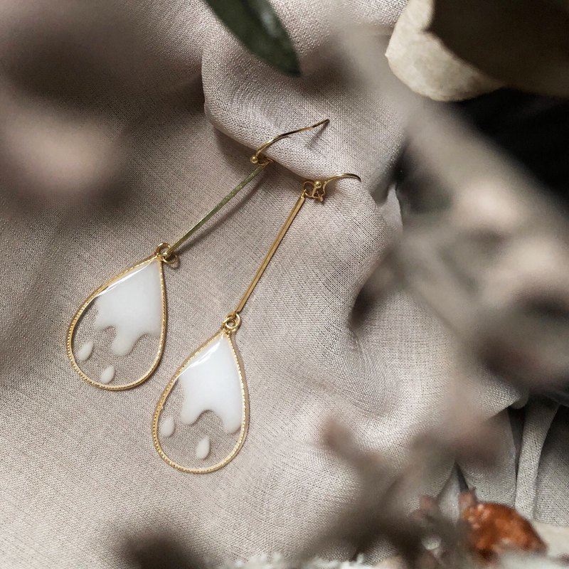 Vingtsix transparent white water drop earrings / ear clips