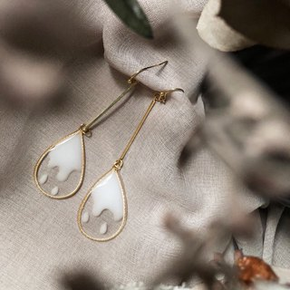 Vingtsix Transparent White Water Drop Earrings
