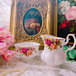 ♥ ♥ Annie crazy Antiquities British Royal Albert bone china Royal Albert 22k gold rose is the flower pot sugar bowl - two groups is the sugar bowl pot ~