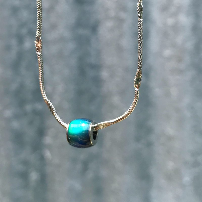 [Lost and find] a magical necklace with small gifts changing with mood