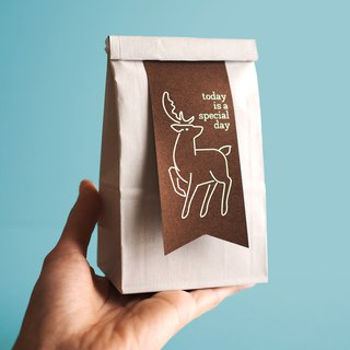 Paper ribbon gift bag deer