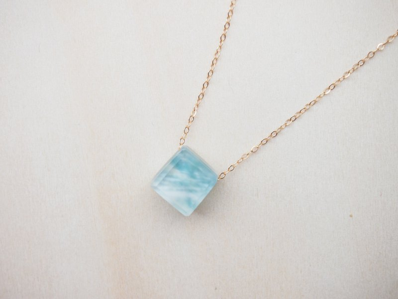 necklace : blue and white 14kgf necklace