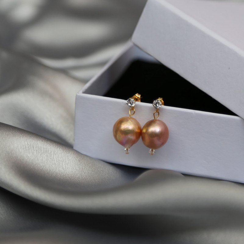 CADA DIA hand made Edison Baroque shaped pale pearl earrings