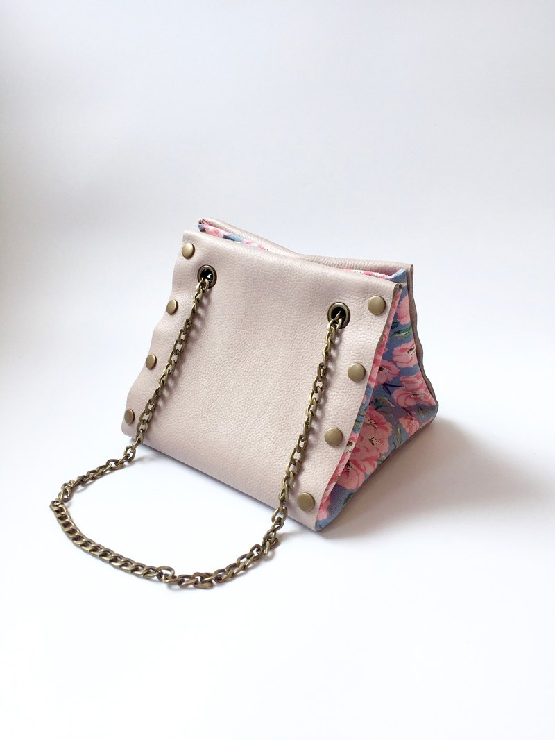 Mix and match Button Cube Bag with light grey leather