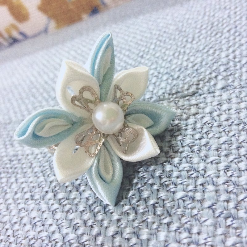 kanzashi ribbon flower ring blue (つまみ細工)