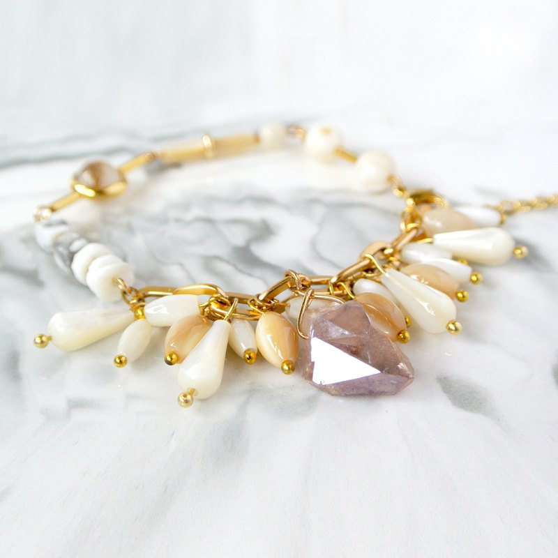 Simple system. Simple tassel shell honey crystal stone bracelet