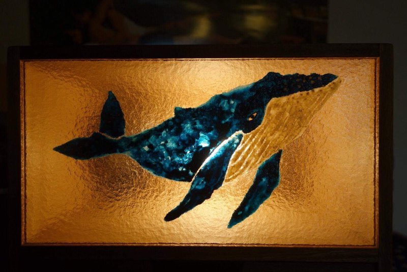 Non-pomelo hand-painted whale table lamp cabinet