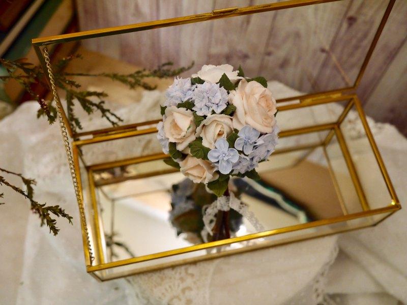 寫花。繡球玫瑰捧花擴香花束。