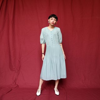 Pumpkin Vintage. Ancient buckled pleated cotton dress